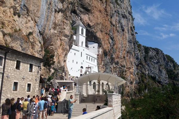 MOLILA SAM SE VASILIJU OSTROŠKOM CEO DAN: U snu sam krenula ka manastiru, a on mi je poslao jezivu poruku!