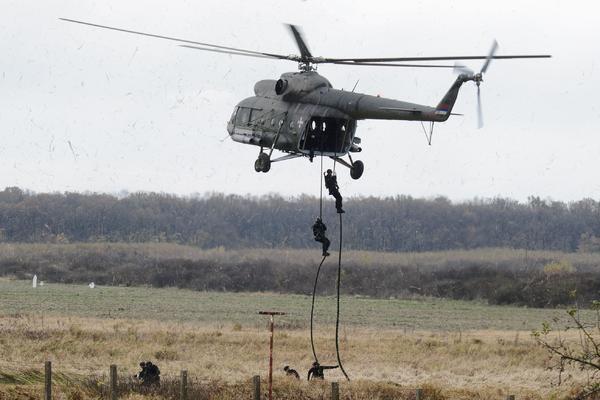 OFICIR OSTAO NA MESTU MRTAV, IMA POVREĐENIH: Srušio se helikopter u Bugarskoj!