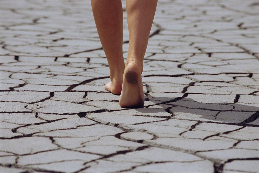 Šta će se desiti sa vašim zdravljem ako samo 1 sat dnevno hodate bosi? 36239_couple08-stock-thinkstock_ff