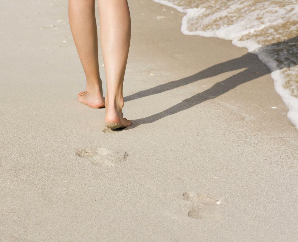 Šta će se desiti sa vašim zdravljem ako samo 1 sat dnevno hodate bosi? 36242_couple07-stock-thinkstock_ff