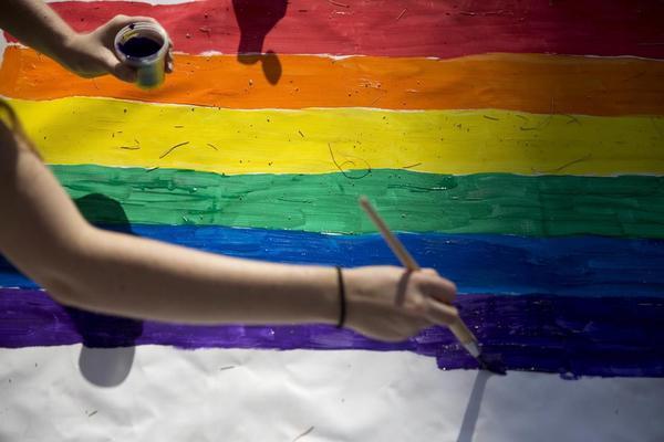 Šta mislite? Ko je u Srbiji bolji prema homoseksualcima i transseksualcima - policija ili prosveta?
