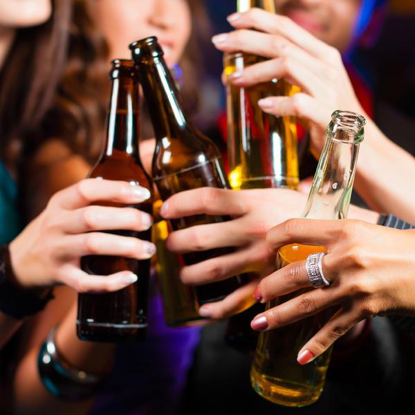 (TEST) DA LI STE ALKOS: Ovih 5 ZNAKOVA da pijete previše shvatite ozbiljno!
