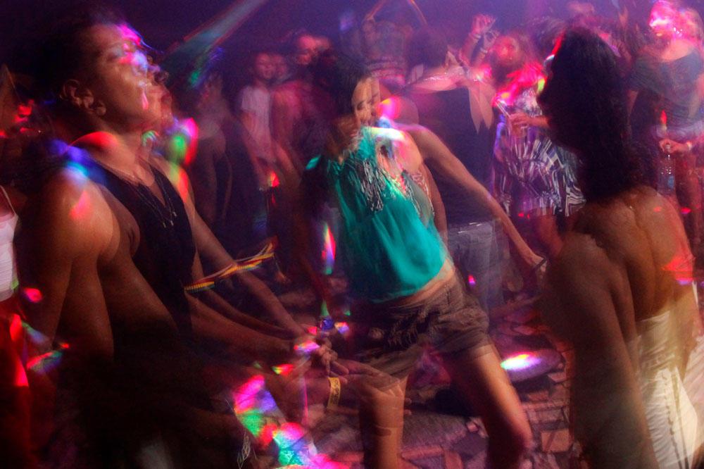 KORONA UNIŠTILA ZABAVU: Da li ćemo zaboraviti na divlje žurke i koncerte?