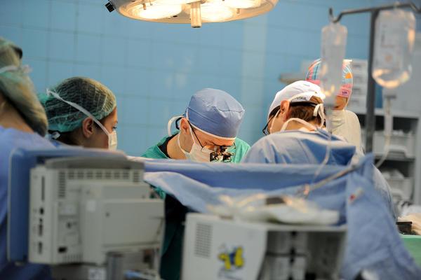 NI NEMCI TO NISU SMELI DA URADE: Srpski hirurzi izveli jednu od najkomplikovanijih operacija i izvadili tumor veličine pesnice!