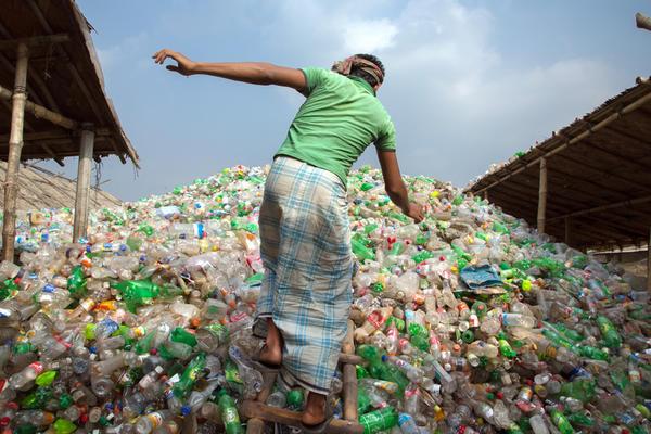 Preteški uslovi za rad u Bangladešu i ne samo to! (FOTO)