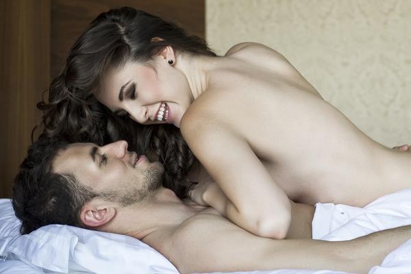 7 rečenica koje muškarci pomisle tokom seksa kad je žena gore (FOTO) (GIF)