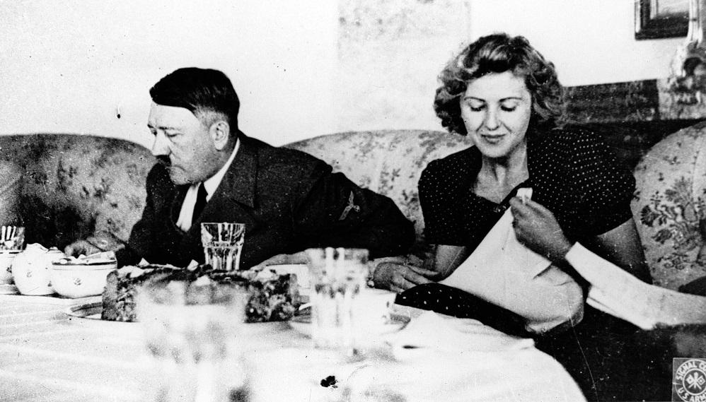 KAO-OD-MUTTER-RODjENA-Procurele-gole-fotke-Hitlerove-ljubavnice-Eve-Braun-FOTO