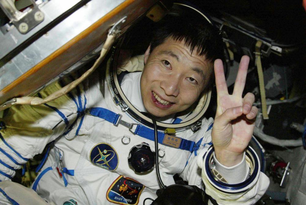 NEKO-MI-JE-KUCAO-NA-VRATA-BRODA-DOK-SAM-BIO-U-SVEMIRU-Progovorio-prvi-kineski-astronaut-FOTOVIDEO