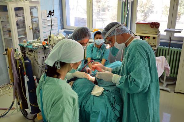 IMAM 3 DECE, KREDIT I PLATU OD 800 EVRA, A NE MOGU DA PREŽIVIM! Hirurg Milan (46) teška srca napušta Srbiju!