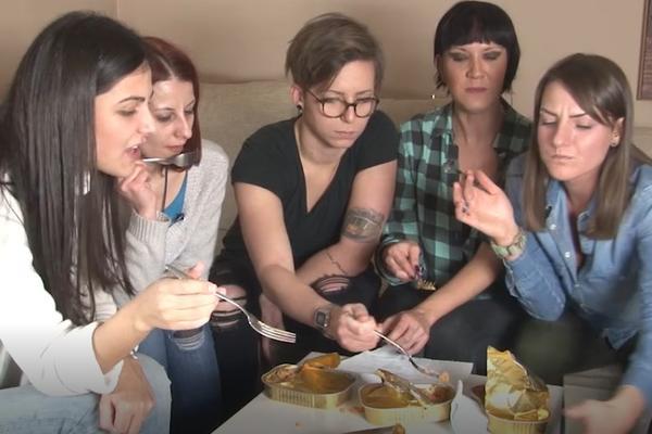 ESPRESO ŠIZIKE: 5 žena u borbi s hranom iz konzerve! Koja je preživela, a koja trčala u WC? (VIDEO)