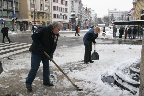 Inspektori krenuli u kontrolu: Ako ne očistite sneg ispred kapije PLATIĆETE VEOMA VISOKU KAZNU!