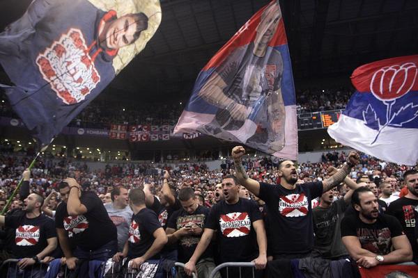 Možda im je krivo... Da li je moguće da se Hrvati zbog ovoga žale na Delije?! (FOTO)