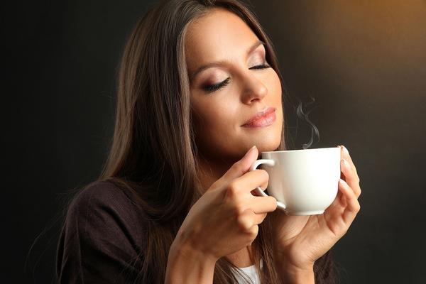 Zašto te boli glava ako ujutru ne popiješ kafu? (FOTO) (GIF)