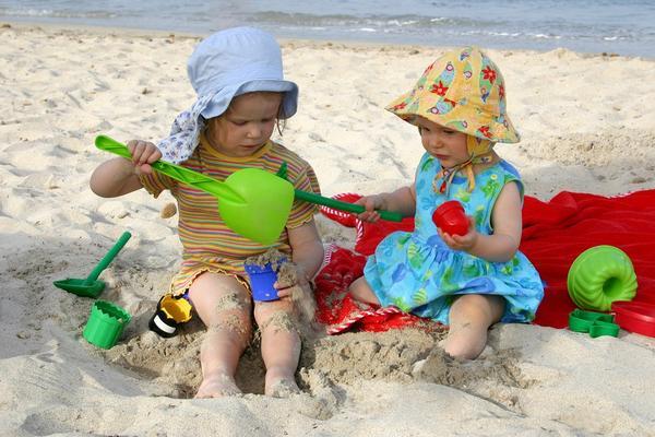 Pustite decu da jedu zemlju! Biće mnogo zdravija! (FOTO) (GIF)