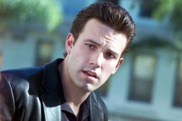 HVATAO JE ZA GRUDI PRED KAMERAMA! Ben Aflek ZLOSTAVLJAO glumicu na setu - sramno ponašanje može da ga UNIŠTI!