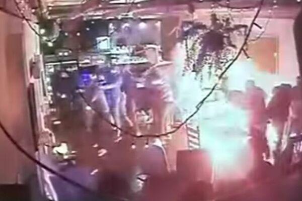 Sabili su ih unutra i počeo je pakao: Procureo stravičan snimak kako su ultrasi Legije pokušali da zapale navijače Ajaksa! (VIDEO)