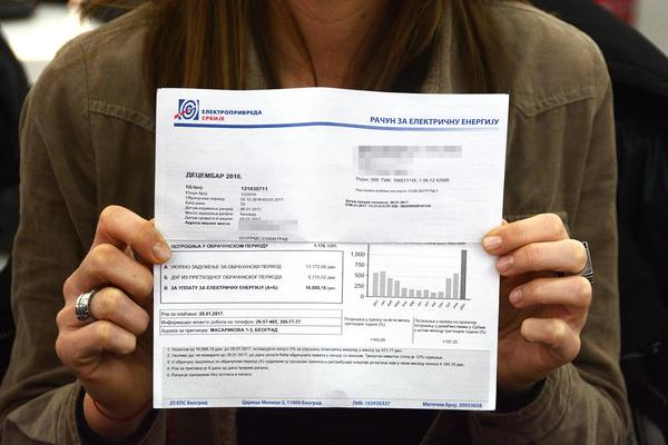 SRBI PONOVO POLUDELI ZBOG RAČUNA ZA STRUJU: Moram da platim DUPLO VIŠE, iako sam trošila ISTO! (FOTO)