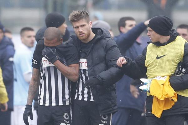 Problem oko koga svi moraju da se ujedine! Napadač Zvezde stao uz Evertona posle skandala na Banjici! (FOTO)