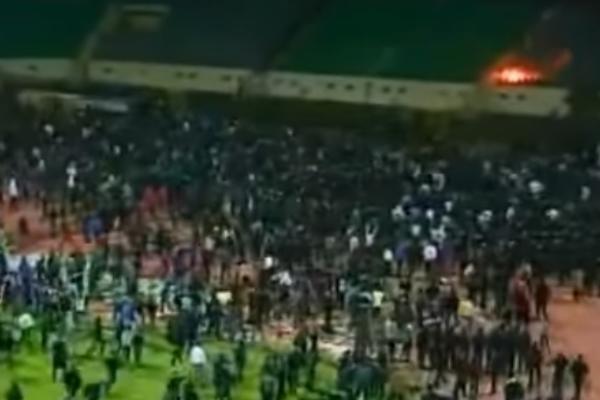 Zbog jedne od najvećih fudbalskih tragedija u istoriji 10 navijača je osuđeno na smrt! (VIDEO)