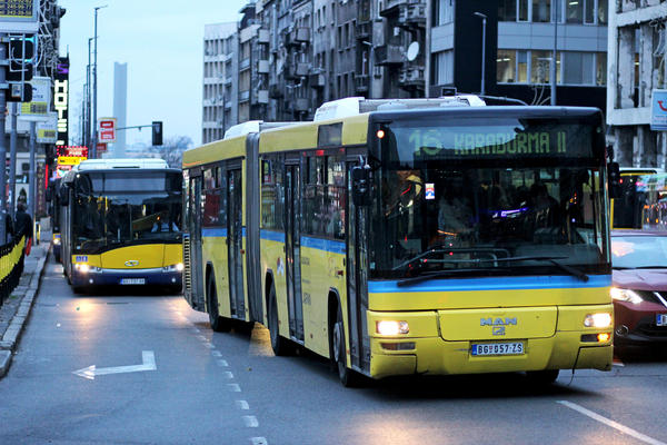 PA VI POSLE KUCAJTE BUS PLUS: Vozač GSP-a JURI POKEMONE i vozi pun autobus! (VIDEO)