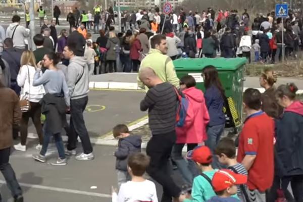 STANARI NASELJA STEPA STEPANOVIĆ NA NOGAMA! Nezadovoljni zbog izgradnje pumpe izašli na ulice (FOTO)