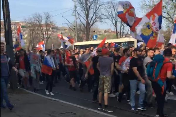 Svi su očekivali crveno-beli spektakl, ali OVAKVOM HAOSU na ulicama Beograda niko se nije nadao! (VIDEO)