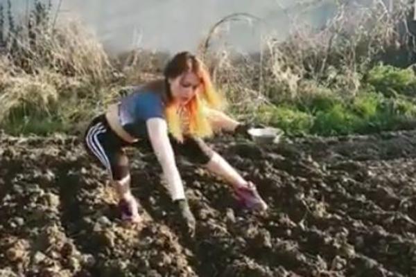 PA OVO JE GENIJALNO: Srpkinja izmislila POLJOFITNES - sadi luk i krompir, a vežba, sve o jednom trošku! (VIDEO)