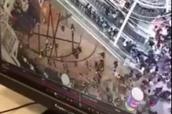 POLUDEO ESKALATOR U ŠOPING CENTRU: Povređeno 18 ljudi, ove scene su STRAVIČNE! (VIDEO)