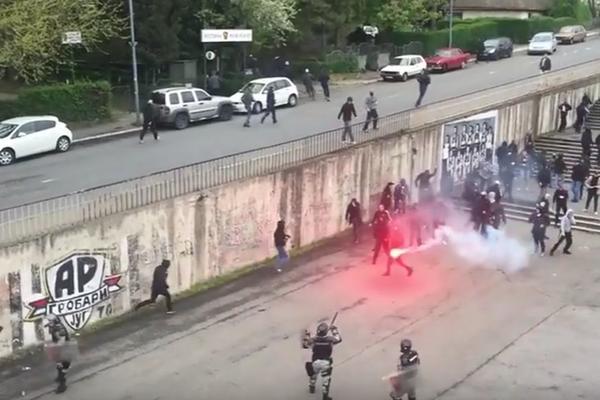 DVE TEORIJE O TUČI ISPOD JUŽNE TRIBINE: Napad maskiranih Delija ili tuča zbog Saleta Mutavog! (FOTO) (VIDEO)