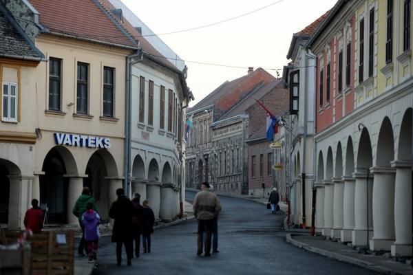 NA VEKOVNOM OGNJIŠTU: Pravoslavni vernici proslavili Uskrs u Vukovaru!