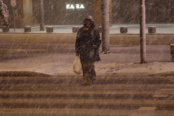 Zimske razglednice iz Sarajeva: Sneg pada od sinoć i izgleda da će potrajati! (FOTO) (VIDEO)