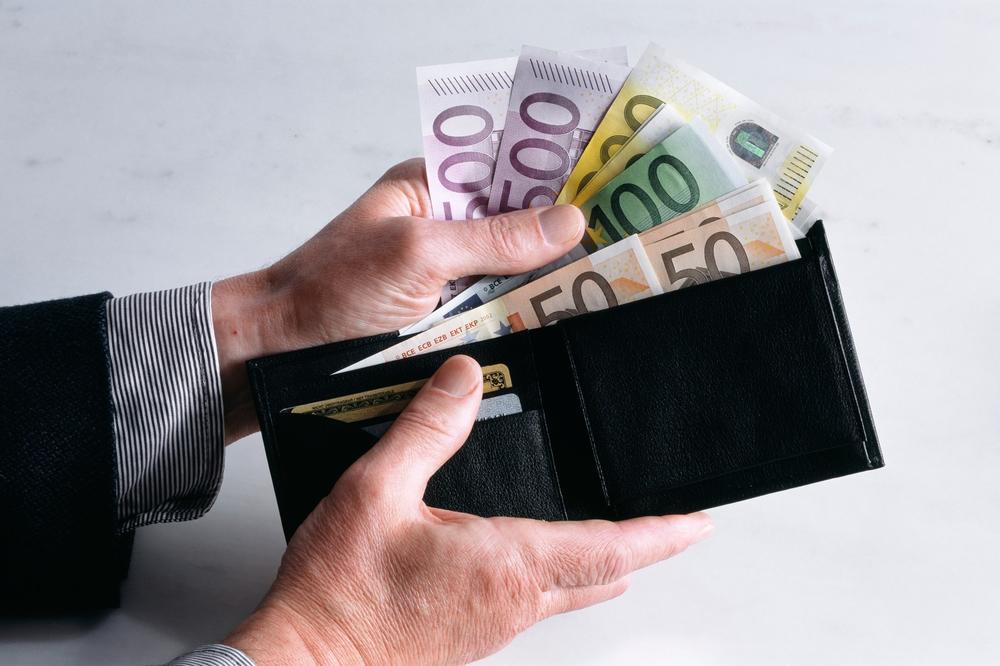 Prosečna plata u Crnoj Gori u martu 508 evra