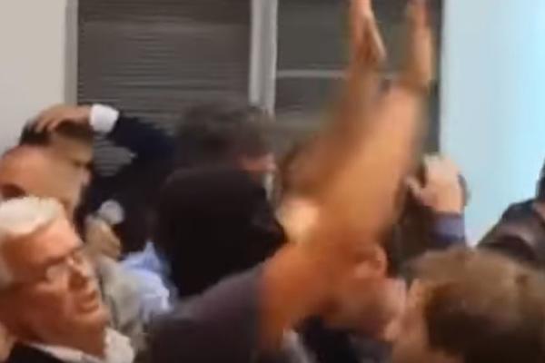 UBIJ ZAEVA, URLAJU I DIVLJAJU! Procureo novi snimak haosa u  makedonskoj skupštini! (VIDEO)