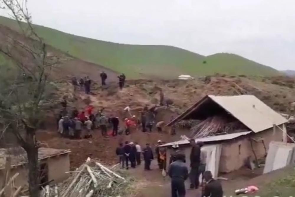 JEZIVA TRAGEDIJA! NISU HTELI DA SE PRESELE: U odronu poginulo celo selo, među njima i DECA (VIDEO)