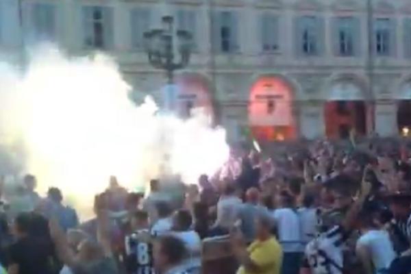 POTPUNO LUDILO! Na ulicama Torina je 9x bolja atmosfera nego na stadionu u Kardifu! (VIDEO)