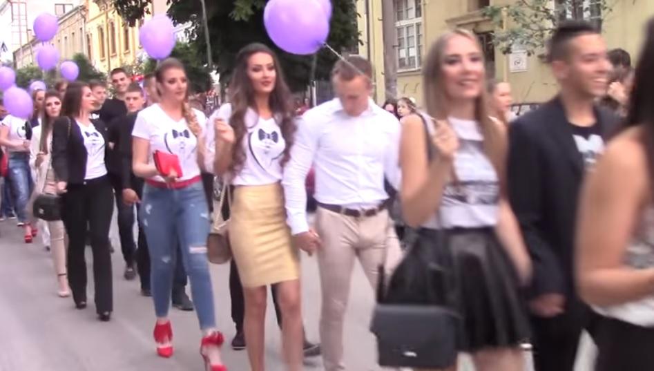SRBIJO-BUDI-PONOSNA-NA-NJIH-Carevi-iz-Pirota-se-odrekli-skupih-haljina-i-odela-za-maturu-a-sav-novac-dali-NJEMU-VIDEO