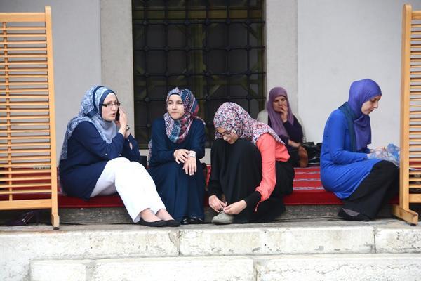 ESPRESO U SARAJEVU: Posetili smo medresu - muzej, biblioteku i džamiju iz 16. veka! (VIDEO)