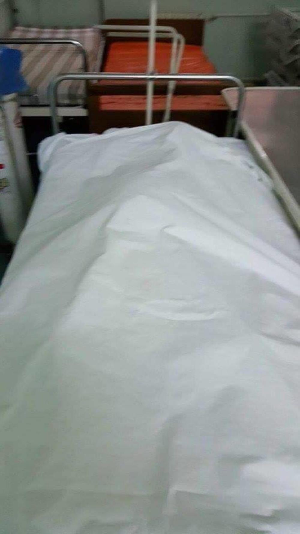 ЛЕШ У ХОДНИКУ, РУШЕ СЕ ЗИДОВИ: Нови хорор у српским болницама испливао на видело! Гледате на своју одговорност! (фото)