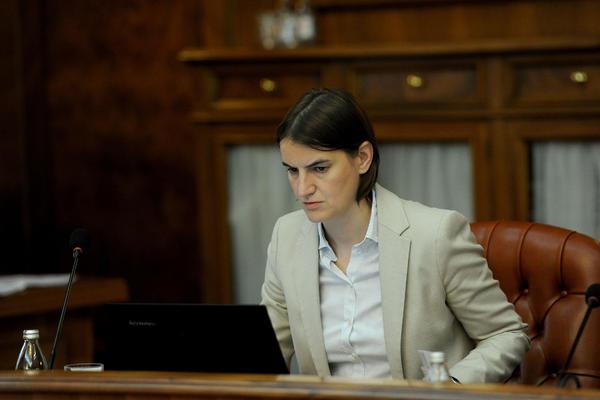 Ana Brnabić PREMIJERKA glatko, ima podršku 156 poslanika?!