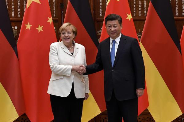 Ne sanjate! Merkelova i Si Đinping dogovorili - fudbalska reprezentacija Kine u nemačkoj ligi! (FOTO)