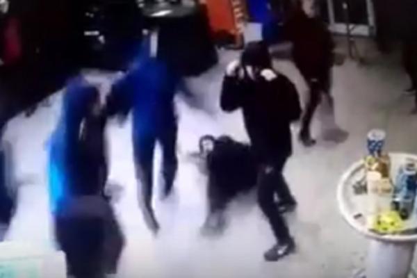 HULIGANSKI PIR! Isplivao snimak napada Bed Blu Bojsa na Grobare u Zagrebu! (VIDEO)