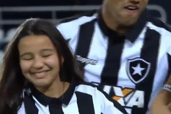 Fudbal u svom punom sjaju! Kakav poklon navijača slepoj devojčici za rođendan!!! (VIDEO)
