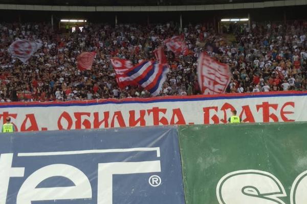 U srcu severne tribine Marakane našao se transparent sa imenom poginulog navijača Vojvodine! (FOTO)