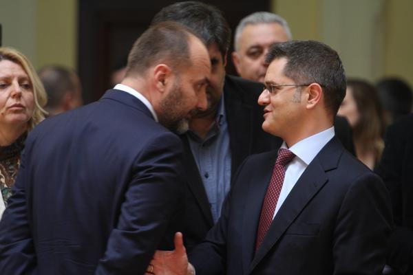 Saša Janković treba da vuče bele figure u procesu ujedinjenja opozicije! Vuk Jeremić zna kako treba napasti Vučića!