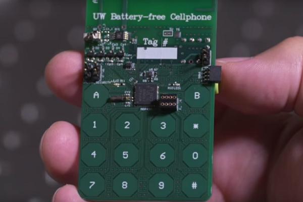 BUDUĆNOST JE STIGLA: Konstruisan telefon koji radi bez baterije! (VIDEO)