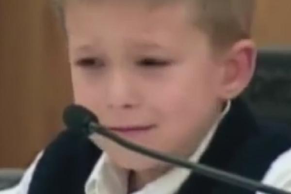STRAHOTA! Dečak nacrtao crtež posle kog je njegova majka odmah dobila doživotnu robiju! (VIDEO)