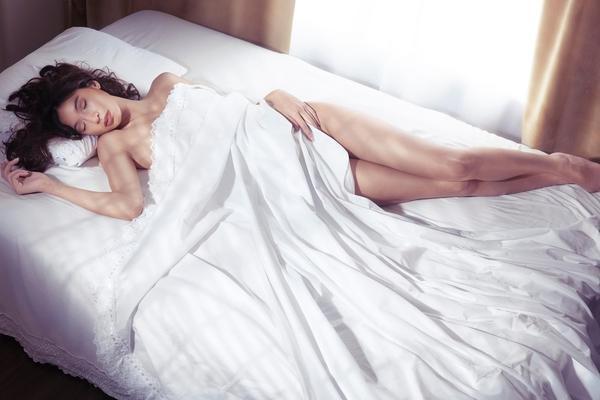 5 razloga zašto večeras treba da spavate gole! (FOTO) (GIF)
