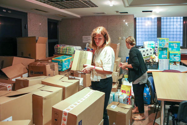 Radnici Hemofarma prikupili dve tone pomoći za roditeljske kuće NURDOR-a