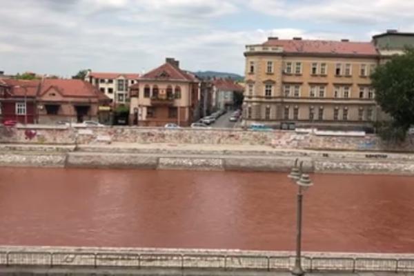 BAKTERIJE, AJVAR ILI NEŠTO TREĆE: Kroz Srbiju teče CRVENA REKA, a svi se pitaju ZAŠTO! (VIDEO)
