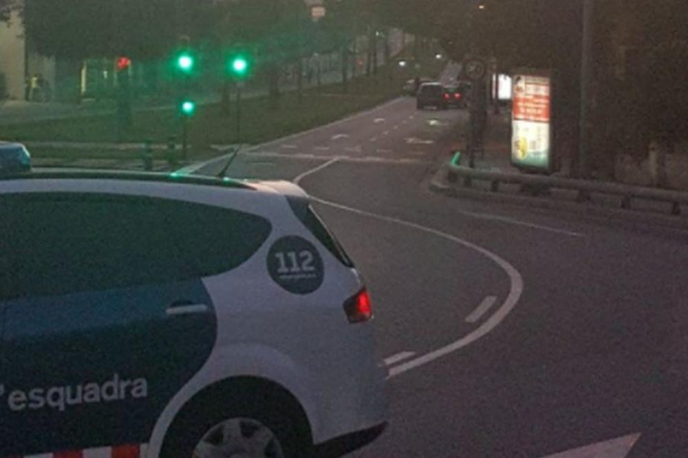 NOVI NAPAD U BARSELONI: Kolima pregazio dva policajca, istražuje se povezanost sa ranijim napadom!